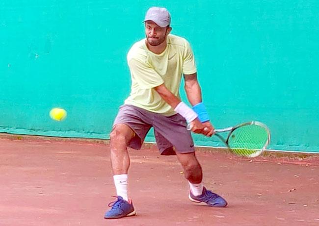 """भारतातला पहिला """"विगन"""" टेनिसपटू : विश्वजीत सांगळे>"""