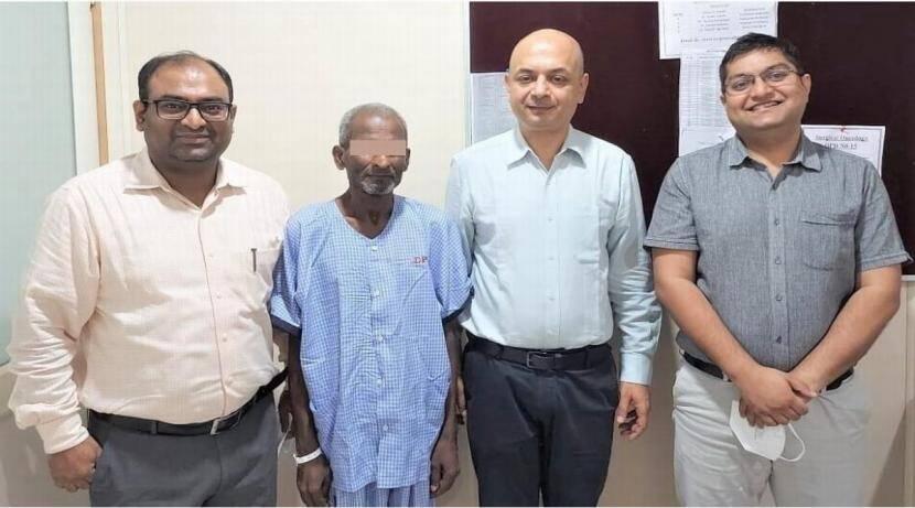 ७० वर्षीय वृद्ध रुग्णाच्या छातीतून साडेतीन किलोची कर्करोगाची गाठ काढण्यात यश>