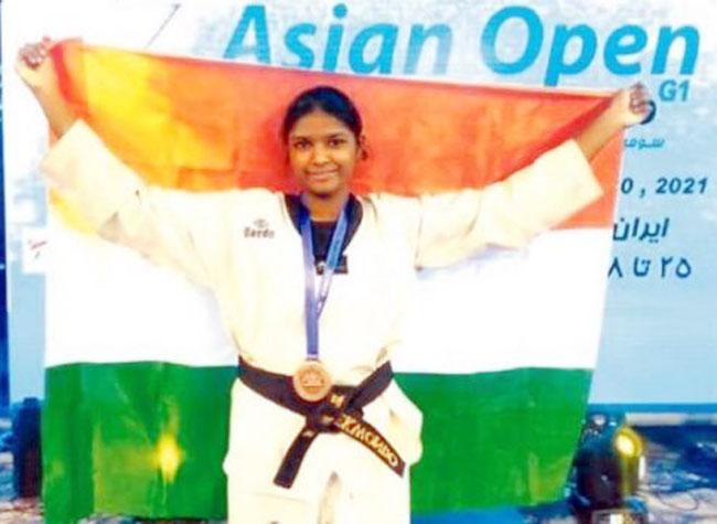 आशियाई तायक्वाँदो चॅम्पियनशिपमध्ये श्रेया जाधव हिने पटकविले कांस्य पदक>